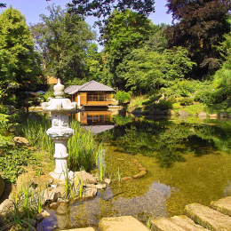 Teahouse and pond at the Japanese Garden
