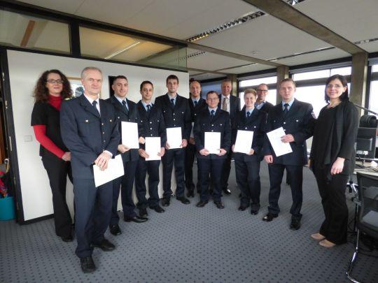 Die 7 neuen Brandmeister bei der offiziellen Benennung zu Lebenszeitbeamten durch den Beigeordneten Peter Kiefer © Stadt Kaiserslautern