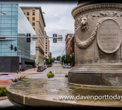 Davenport mit Dillon Fountain