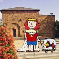 Little Frederick with his friend the fish Bea in front of the Count Palatinate Hall